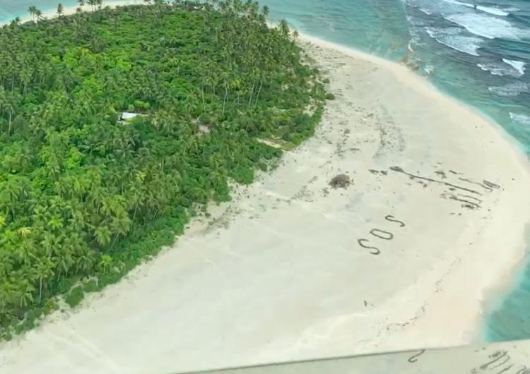 """Ubican y rescatan a marineros gracias a un """"SOS"""" escrito en la arena"""