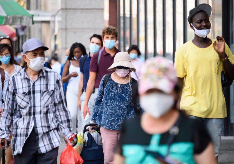 Las personas asintomáticas portan niveles similares del coronavirus que aquellos con síntomas, según un estudio
