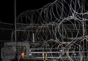 México contiene a migrantes con recursos de un fondo para el desarrollo: Associated Press