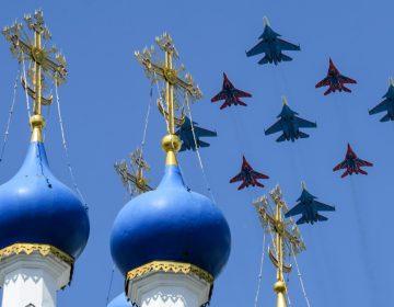 """La campaña de Trump pide fondos para las """"tropas"""" de EU… pero utiliza foto de aviones rusos"""