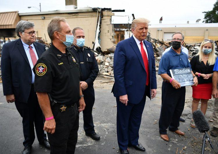 """Trump califica de """"terrorismo doméstico"""" protestas contra la policía durante su visita a Kenosha"""
