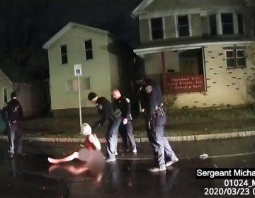 Video exhibe a policías ahorcando a un hombre negro desarmado en el suelo