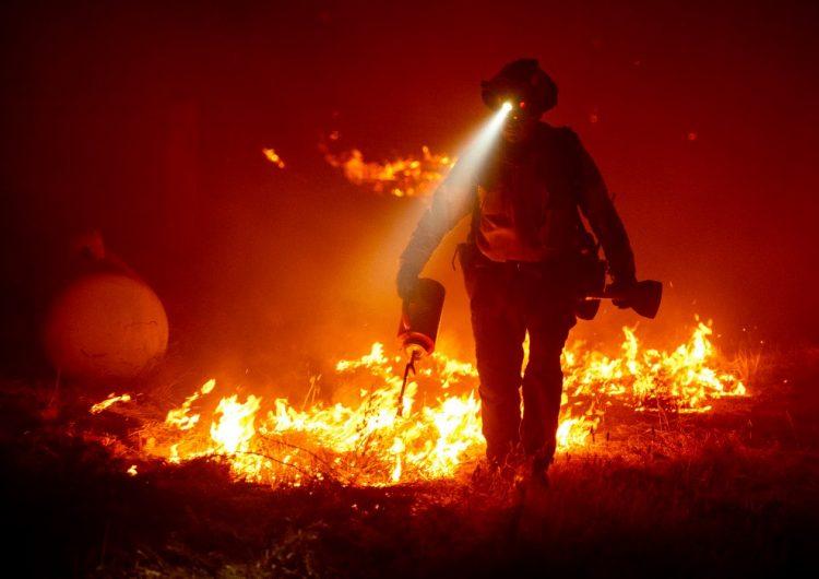 Lo que sabemos de los incendios en EU que han dejado localidades devastadas y siete muertos