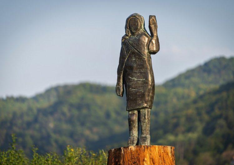"""""""Renace"""" la estatua de Melania Trump que fue quemada en Eslovenia; ahora es de bronce"""