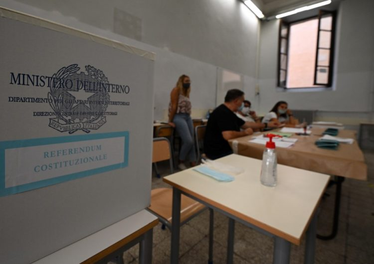 Italia reducirá el número de parlamentarios en el país después de un referéndum