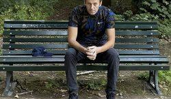 Opositor ruso Alexéi Navalni es dado de alta del hospital;…