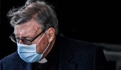 El cardenal George Pell regresa a Roma tras ser absuelto…