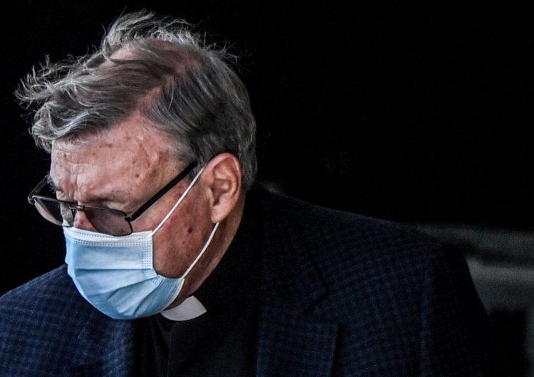 El cardenal George Pell regresa a Roma tras ser absuelto de delitos de pederastia
