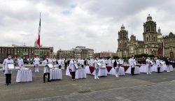 México condecora a médicos y enfermeras en aniversario de la…
