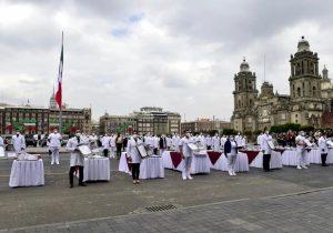 México condecora a médicos y enfermeras en aniversario de la Independencia