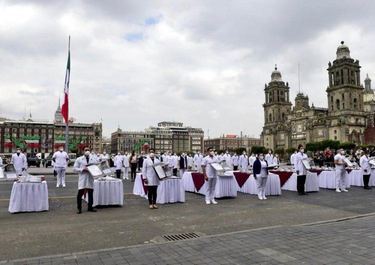 México condecora a médicos y enfermeras en aniversario de independencia