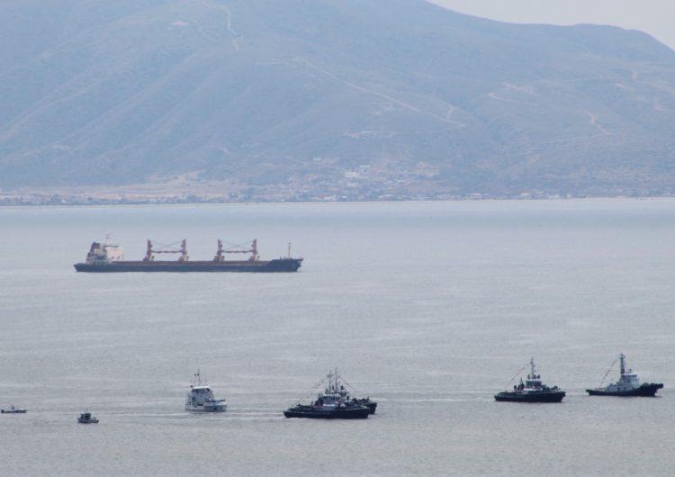 Barco abandonado en Ensenada es riesgoso y federación no responde qué hará
