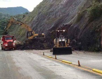Cierran autopista México-Tuxpan, en la Sierra Norte de Puebla, por deslave
