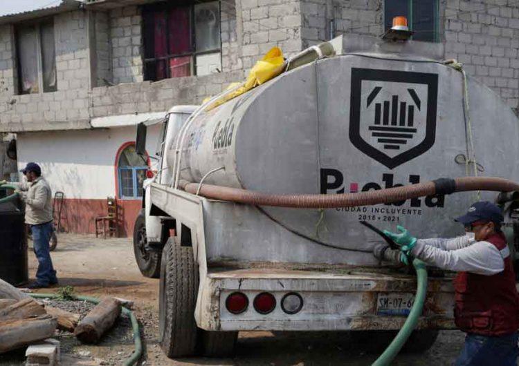 Continuará la entrega de agua a colonias de Puebla para combatir el covid