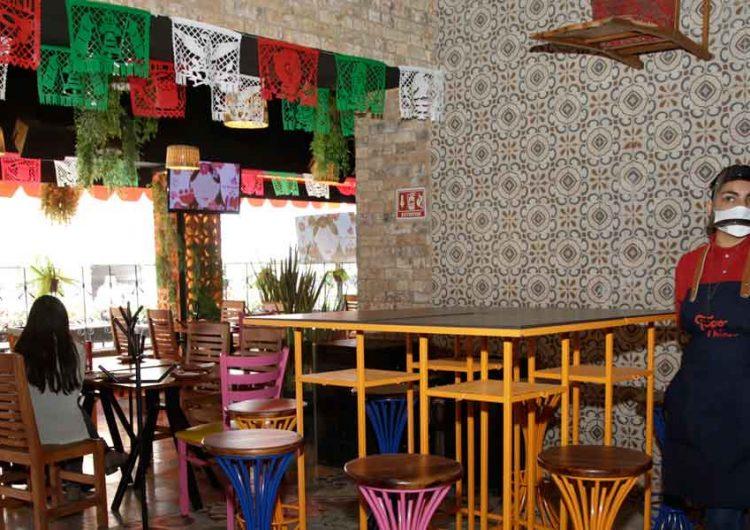 En restaurantes de Puebla, sin éxito en reservaciones para festejar por crisis del covid
