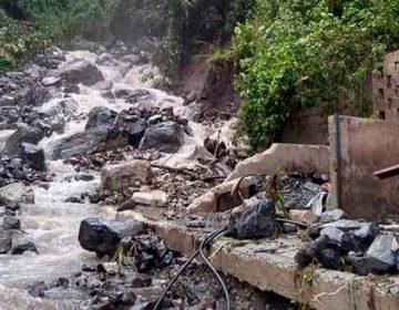 Fuertes lluvias causa deslaves y deja incomunicados a pobladores de Tepatlán