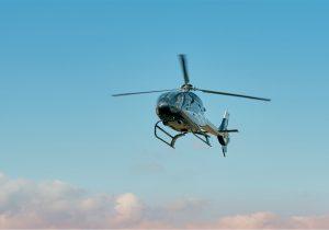 Hombre secuestra a una piloto y un helicóptero para ayudar a escapar a su esposa de prisión