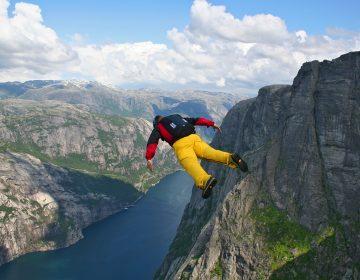 Un joven muere en la montaña tras saltar con traje aéreo