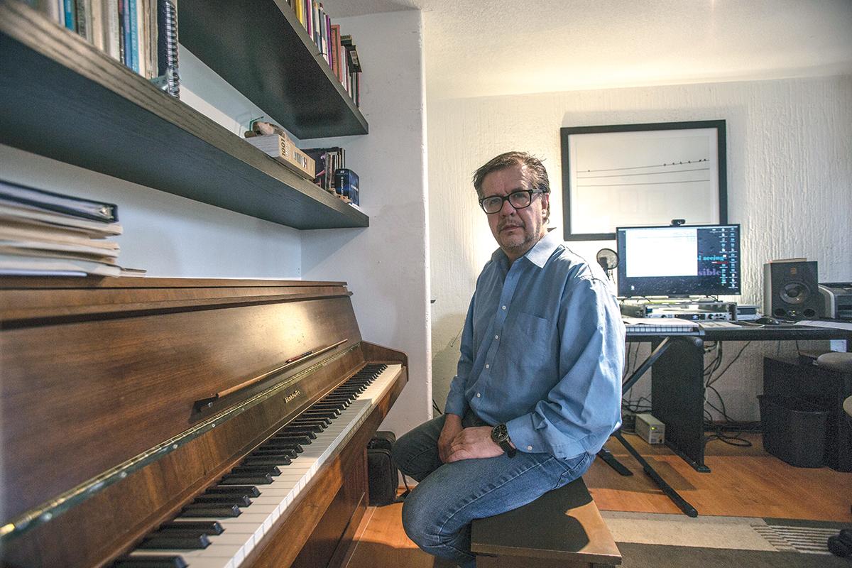 """La música se disfruta desde muchos géneros"""": Mario Santos   Newsweek México"""
