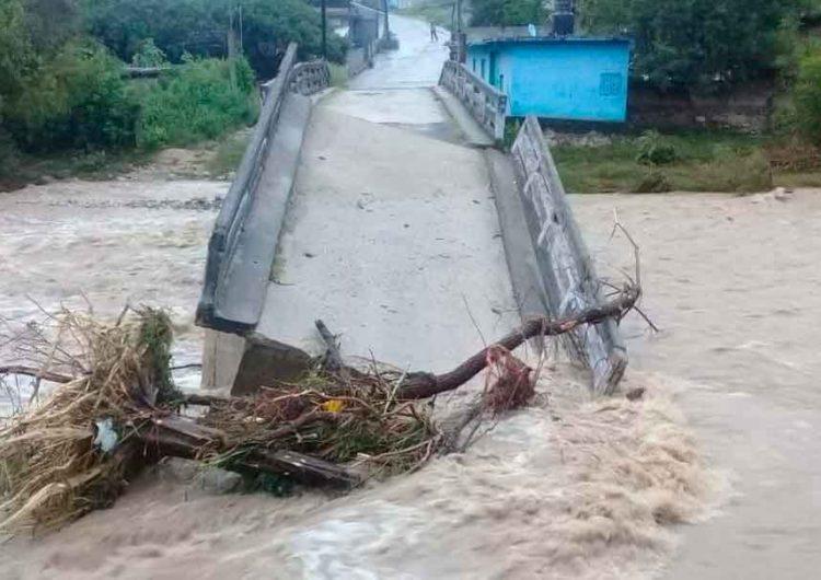 Se desploma puente de Tulcingo, Puebla tras torrencial lluvia