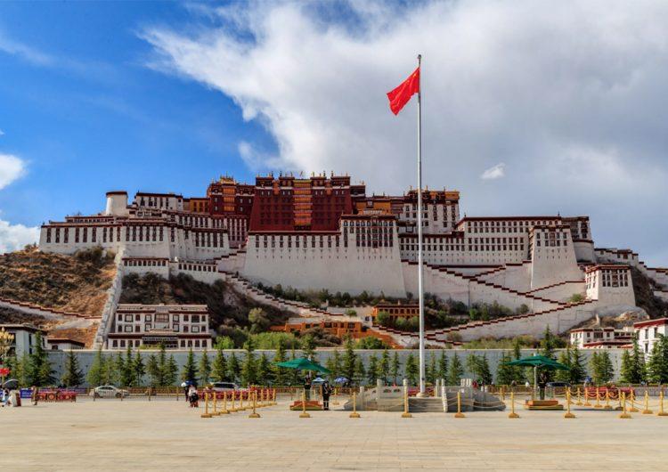 """500,000 tibetanos han sido recluidos en centros de """"trabajo forzado"""" en China, dice informe"""
