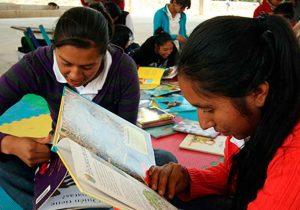"""UNESCO reconoce programa de alfabetización """"Aprender enseñando"""" de la BUAP"""