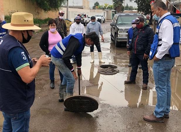 Desazolvan redes de drenaje en Jesús María