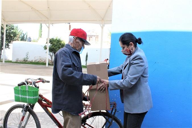 Entregan apoyos alimentarios a adultos mayores de Jesús María