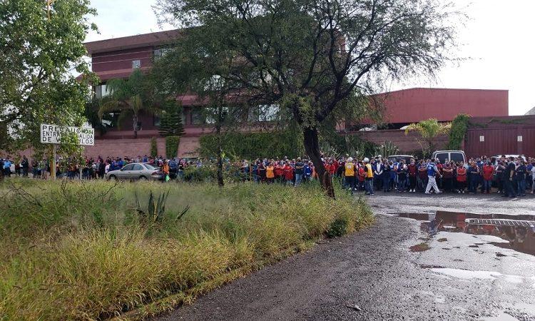 Evacuan a más de mil trabajadores tras incendio en fundidora de Ciudad Industrial