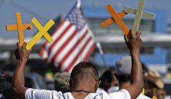 México pide investigación por la muerte de dos migrantes a…