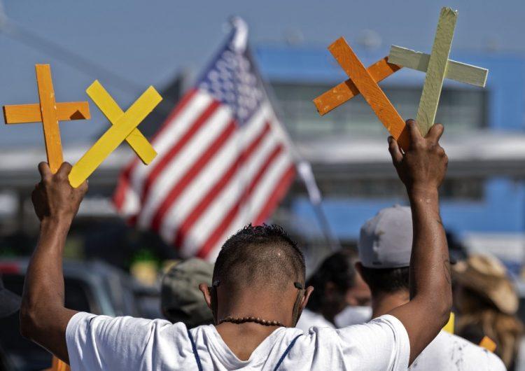 México pide investigación por la muerte de dos migrantes a manos de policías en San Diego