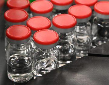 Muere un voluntario de la vacuna de Oxford y AstraZeneca en Brasil