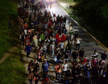 """""""Nos morimos de COVID o nos morimos de hambre"""": surge caravana migrante en Honduras rumbo a EU"""