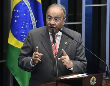 Senador brasileño investigado por desvío esconde dinero entre la ropa durante allanamiento