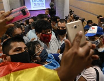 """Evo dice que regresará a Bolivia """"tarde o temprano""""; Mesa reconoce victoria de Arce"""