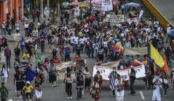 Miles de personas se manifiestan en las principales ciudades de…