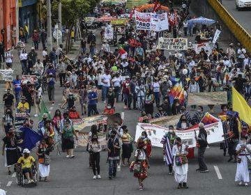 Miles de personas se manifiestan en las principales ciudades de Colombia contra el gobierno