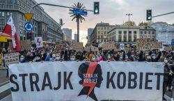 Convocan una huelga general de mujeres en Polonia como protesta…
