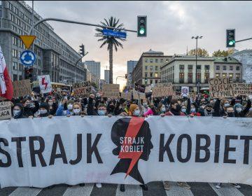 Convocan una huelga general de mujeres en Polonia como protesta por la nueva ley del aborto
