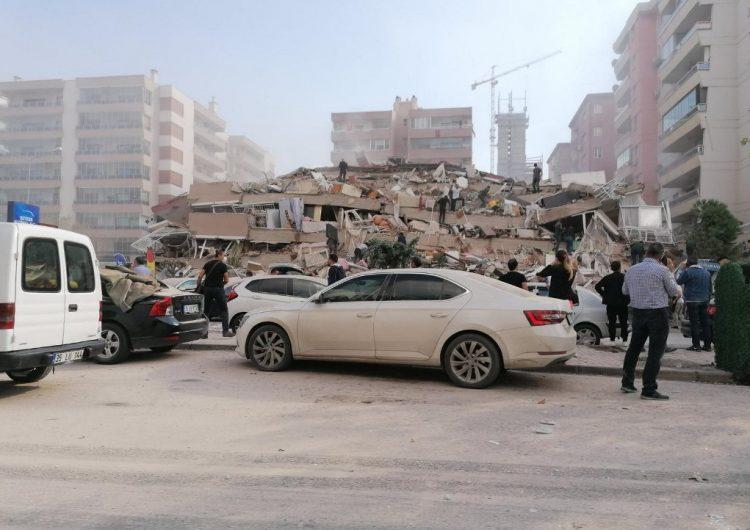 Al menos 22 muertos por un terremoto en Turquía que provocó un mini-tsunami en Grecia