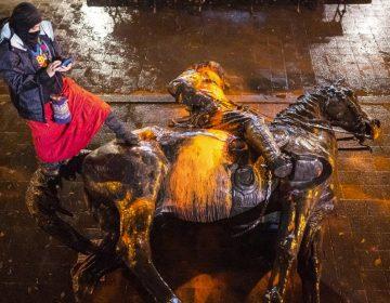 Derriban estatuas de Lincoln y Roosevelt en Portland por sus políticas contra pueblos nativos