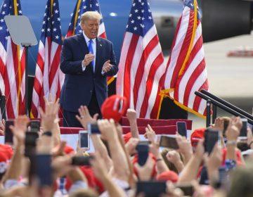 Trump dispuesto a aumentar paquete de ayuda económica para alcanzar acuerdo con demócratas