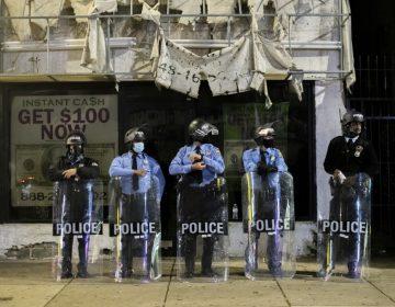 Se decreta toque de queda en Filadelfia tras disturbios por muerte de hombre negro