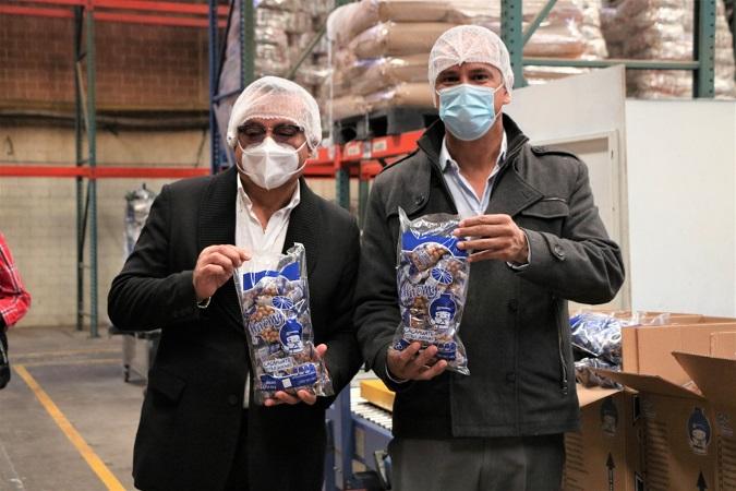 Atestigua alcalde de Jesús María ampliación de planta de empresa de botanas