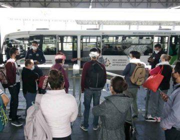 Aglomeraciones en el transporte público para cumplir con aforo del 50 %