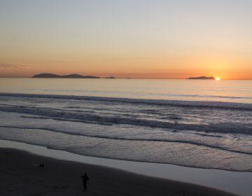 Cierran temporalmente la playa de Tijuana por escurrimiento de aguas negras