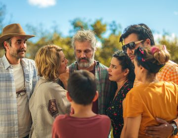 'El club de los idealistas', una comedia que enseña a reírse de los errores propios