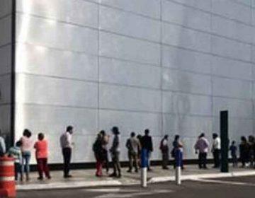 Poblanos olvidan Covid-19 y aprovechan descuentos en el Palacio de Hierro