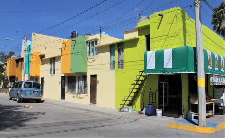 Pintan fachadas de viviendas en Jesús María
