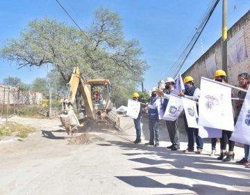 Invierten casi 2 mdp para pavimentar calle en Corral de Barrancos
